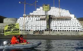 hotel en la playa Algarrobico